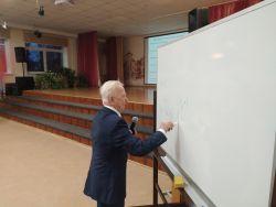 Встреча обучающихся профильных физико-математических классов с профессором математики Малаховским В.С.